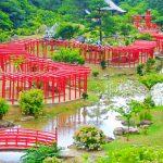 千本鳥居×庭園に圧巻!ミニチュアみたいな鳥居のトンネルが続く「高山稲荷神社」が美しい