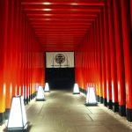 エントランスは伏見稲荷!?「THE 日本」なエンタメ旅館が人気温泉地にオープン!