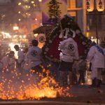 花火や爆竹のど迫力に圧倒!長崎の「精霊流し」が想像を超える大騒ぎ