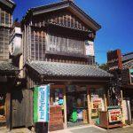 これは江戸時代のコンビニ…?伊勢志摩の「ファミマ」が街並みに溶け込みすぎ!