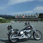 富士スピードウェイについてご紹介。サーキットを間近で楽しめる!