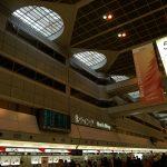 羽田空港の待ち合わせ場所 月の塔と太陽の塔 間違えないで!