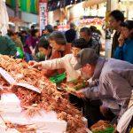 近江町市場はグルメの宝庫。金沢市民の台所で美味しい食材を探そう!