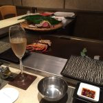 友達とビールを飲みかわす横浜オクトーバーフェスト 赤レンガへ出掛けよう♪